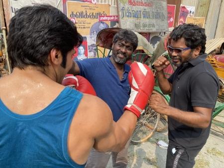 Arya completes shoot for Pa Ranjith's film - Arya- Pa Ranjith- shooting-  completed- boxing- gloves- Salpetta Parambarai- Kalaiarasan- Santhosh  Prathap- John Vijay   Thandoratimes.com  