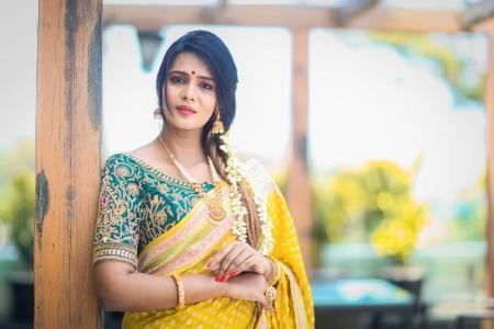 Model Meera Mithun enters Bigg Boss 3 Tamil house - Model Meera