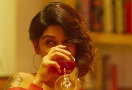 'Oviya's film 90 ML trailer is vulgare and crosses bordes'  gets