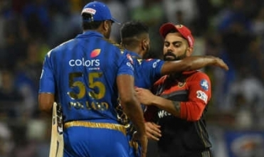 Hardik Pandya helps MI defeat RCB