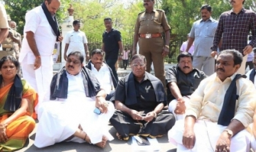 MK Stalin supports CM's dharna